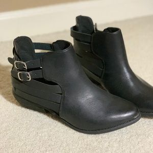 Forever21(F21) Black Ankle Boots Size 6 (NEW!)